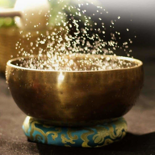 Antique Singing Bowls Antique Design With Dual Surface Mallet and Yoga physiotherapy uses this pure bowl voice Zen Singing Bowls